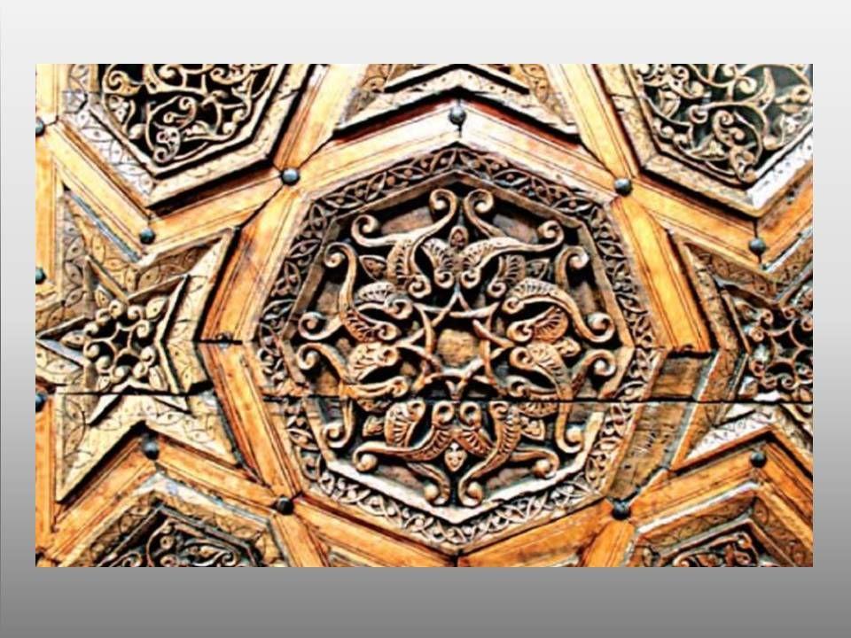 yayıncı :HATİCE KULUŞ  ÜNLERŞEN Ankara  Muhyiddin  Camii  Minberinden bir  kesit