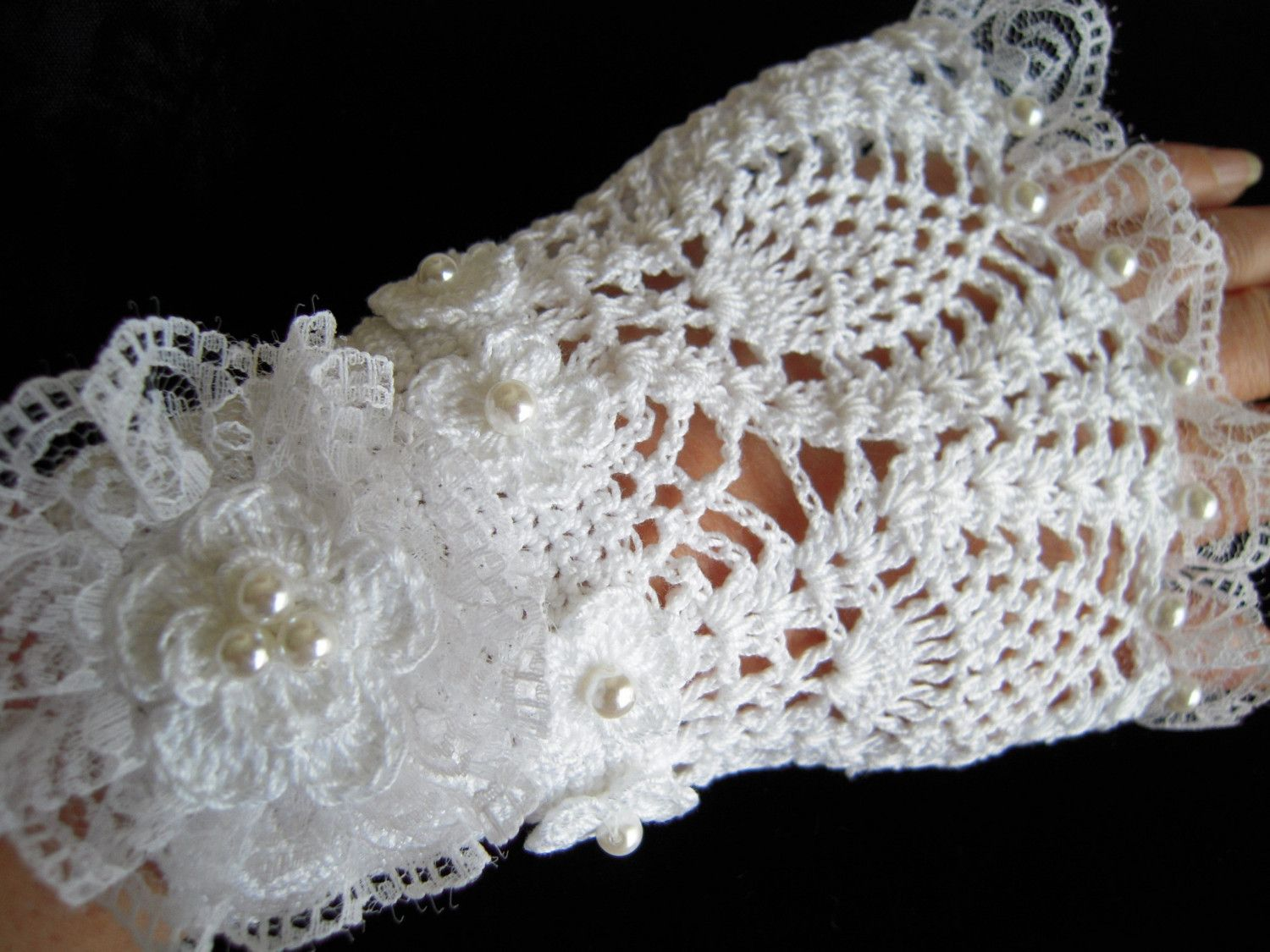 lace vintage style knit pattern blanket | Simple fingerless gloves ...