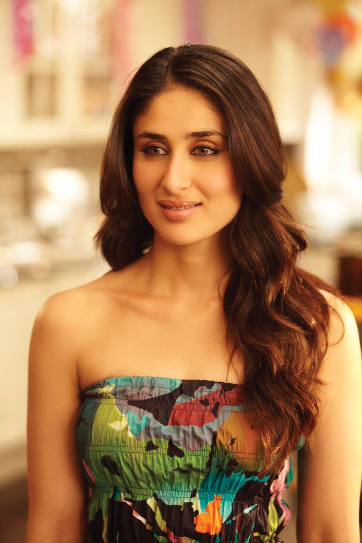 Pin By Umar Akhonzada On Kareena Kapoor Kareena Kapoor Hairstyles Kareena Kapoor Wallpapers Most Beautiful Indian Actress