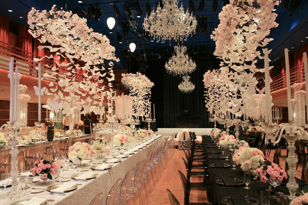 Wedding Venue Reception Decor White Flowers Chandeliers Centerpiece Wedding Lebanese Wedding Wedding Venues