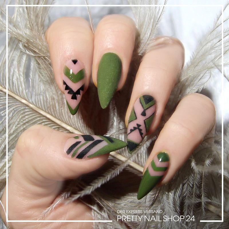 nails trend nailart khaki trotz tarnfarbe brauchen. Black Bedroom Furniture Sets. Home Design Ideas