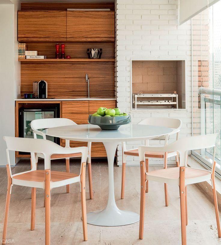 Mesa tulipa e churrasqueira de tijolinhos brancos GOURMET E LAZER Varanda gourmet decorada  -> Decoração De Terraço Com Churrasqueira