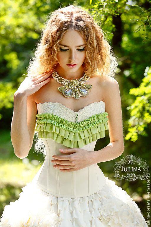 Принцессы: мода на корсеты
