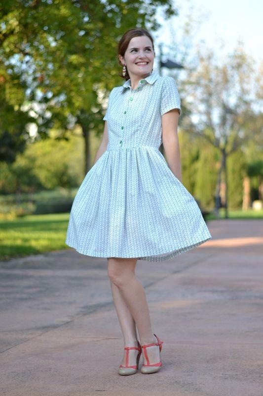 faf27718cc7 Patron de couture robe cami  robe chemisier boutonnée devant avec jupe  froncée. Manches courtes ou 3 4.
