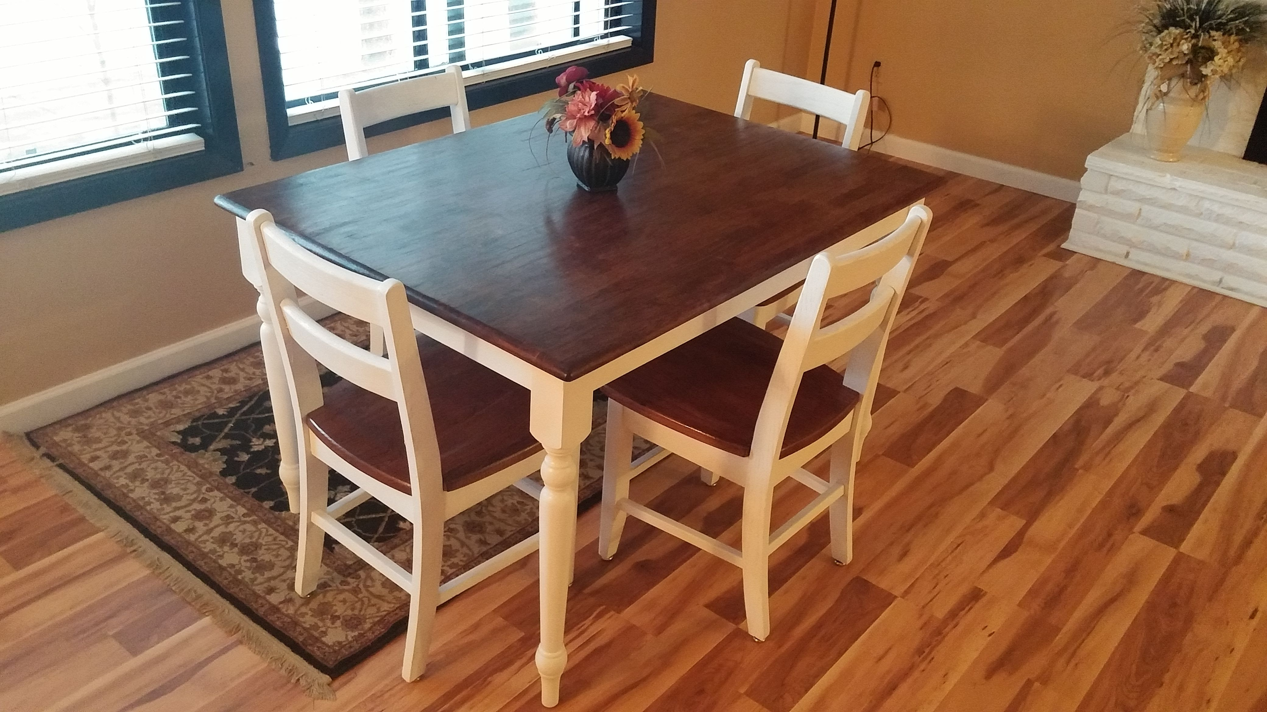 Rustic Farmhouse Table Brown Stained Top White Painted Legs 6 Chairs Seats