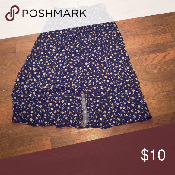 Button down floral skirt This is a great fall skirt! It buttons all the way down and hits a little bellow the knee Skirts Midi