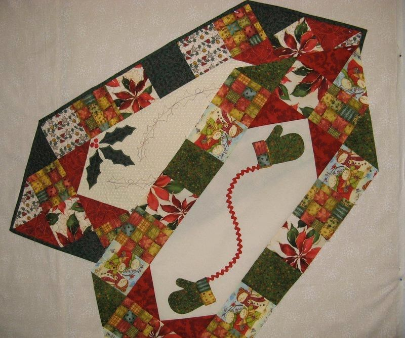 easy patterns for christmas table runners quilting ideas project on craftsy two christmas. Black Bedroom Furniture Sets. Home Design Ideas