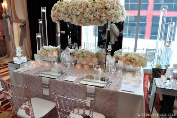Love The Set Up But Not For Sitting And Eating Would Use The Mirror Pillars For A Dessert Table Food Tab Mirror Vase Centerpiece Pink Vase Metal Vase Decor