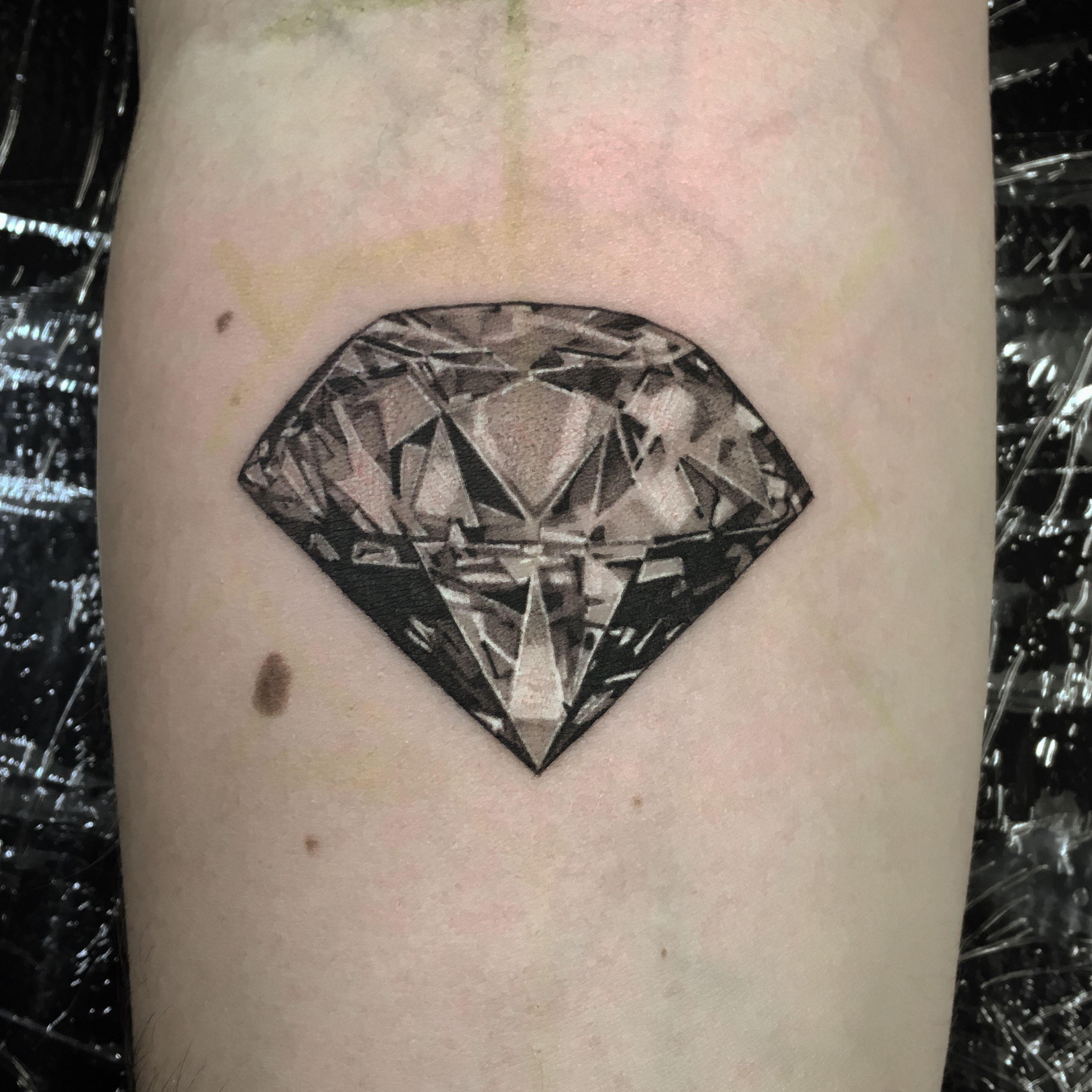 Black Grey Diamond Berlintattoo Diamond Blackandgrey Blackandwhite Inked Skinart By Lil Jeon Done A Black Diamond Tattoos Gem Tattoo Diamond Tattoos