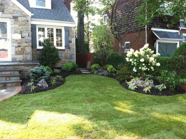 vorgarten gestaltung rasen beete weißer flieder niedrige pflanzen,