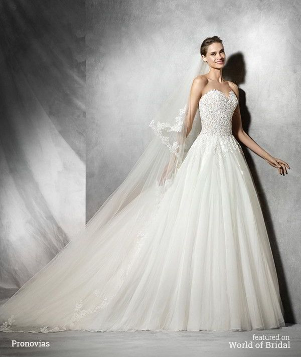 Princess dress in tulle, lace and guipure with sweetheart neckline. Lace bodice with sweetheart neckline and nude underlay. Full tulle skirt gathered at the waist.
