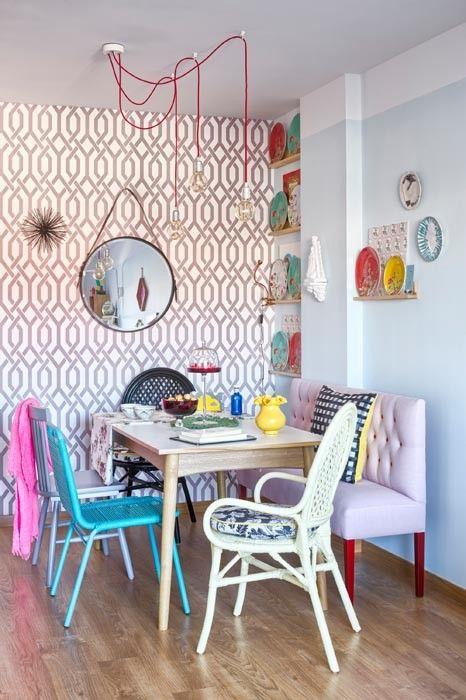 mesa con sillas diferentes en color y forma | reciclar | Pinterest ...