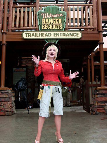 Dollywood World S Strangest Theme Parks Dollywood Dollywood Park Dolly Parton