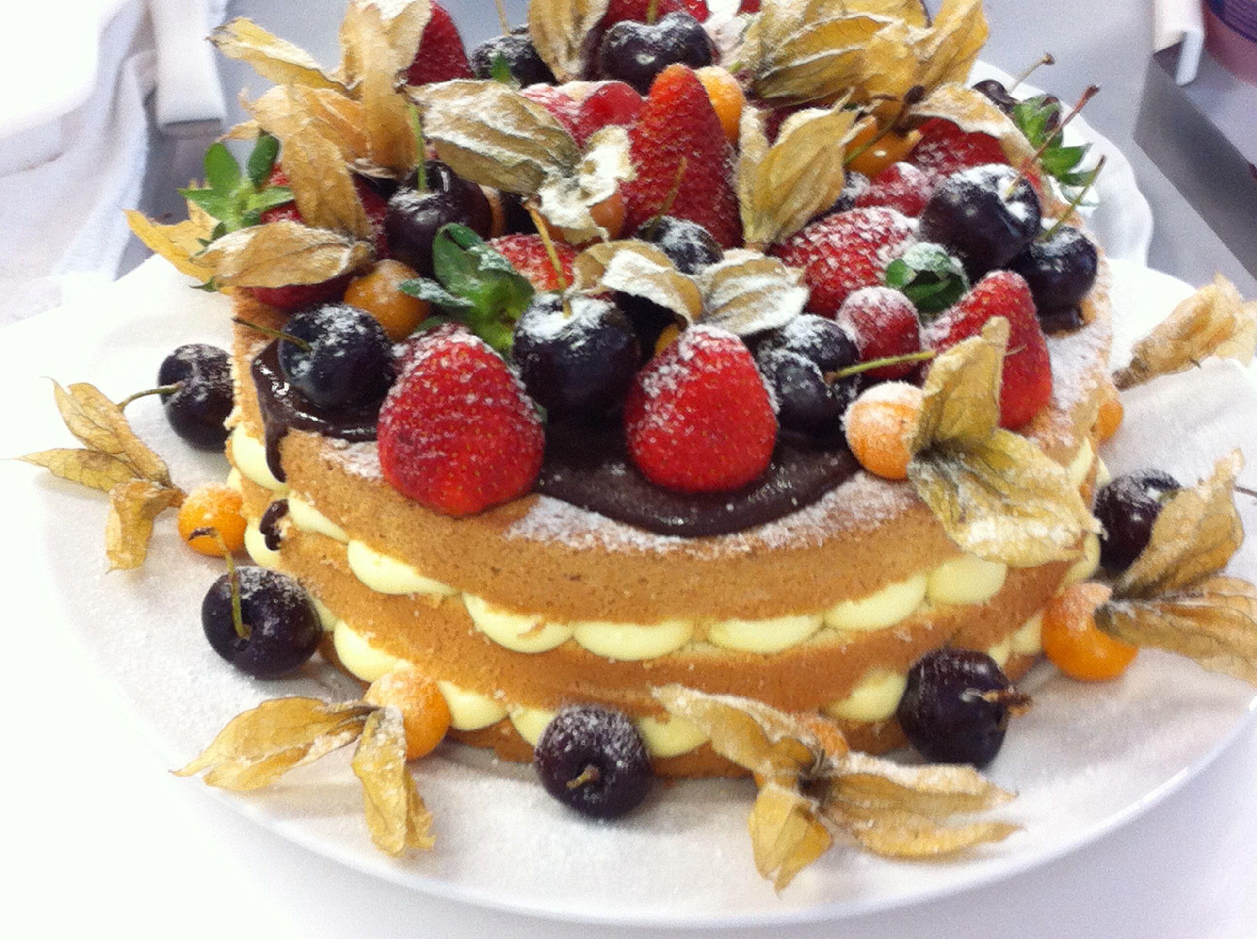 Naked Cake de Frutas vermelhas (3) | Táta Cakes Confeitaria