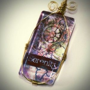To continue with our recent jewelry making obsession, today's post will cover this gorgeous wire wrapping technique. You do not need wire wrapping experience to be able to pull this off. The example shown here is a rectangular glass tile, but you can apply the lesson to virtually any pendant