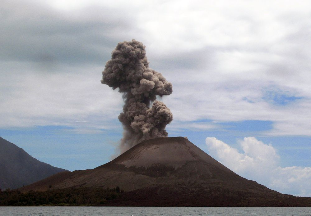 krakatoa rebuilding eruptions at the volcano since have