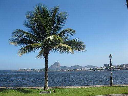 Rio de Janeiro, Baia da Guanabara, Pão de Açucar ao fundo visto da Ilha Fiscal.