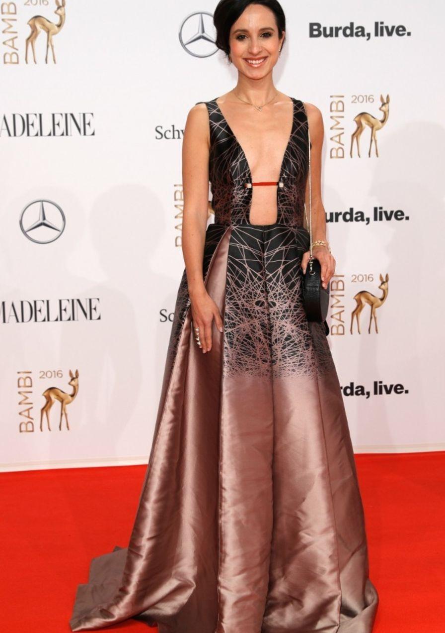 Red Die Vom Und Flop Bambi Top Looks 2016Dresses Carpet 0Ny8OvmPnw