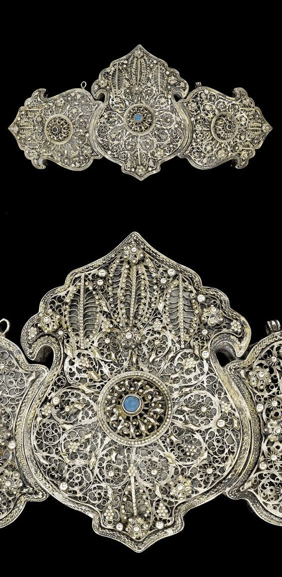 Balkans   Ottoman silver filigree belt buckle, with central blue glass cabochon   ca. 19th century   1'080£ ~ sold (Apr '08):
