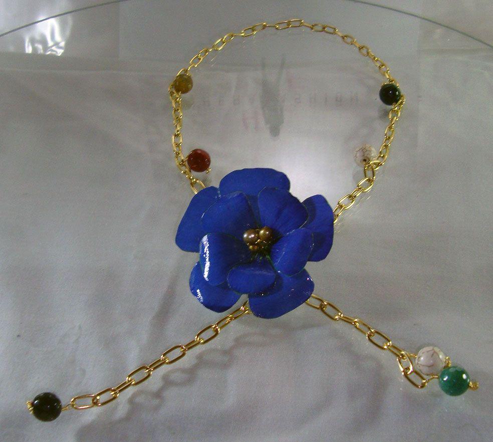 Collar Co0rbata con Flores hechas a mano