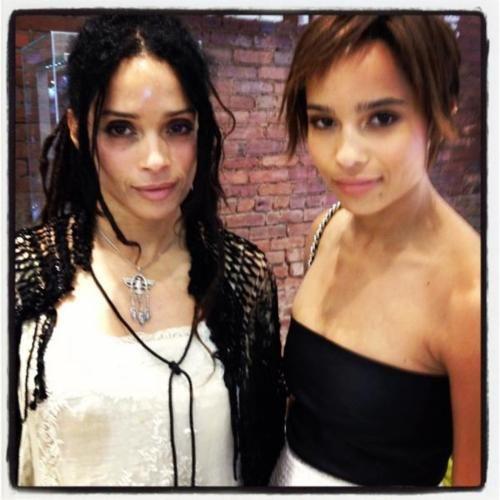 Mom And Daughter-lisa Bonnet And Zoe Saldana