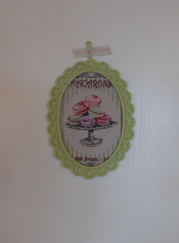 Cadre au crochet ovale vert clair : Décorations murales par cotonetgourmandises