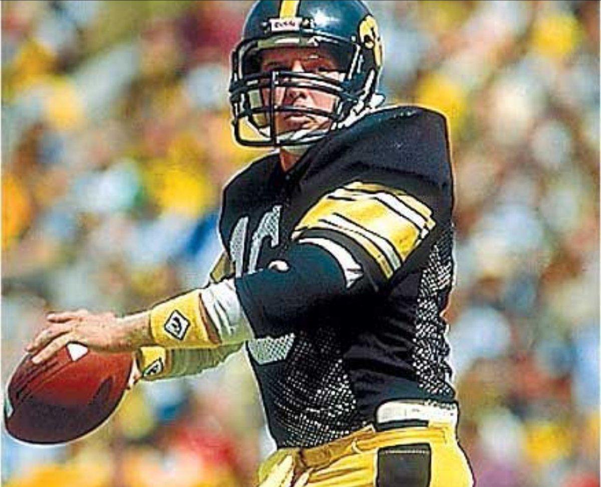 Chuck Long!!! Iowa hawkeye football, Hawkeye football