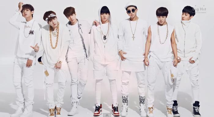"BTS Drops Audio Preview of ""O! RUL8,2?"" Mini Album   Bts fotos, Imagens  bts, Fotos em grupo"