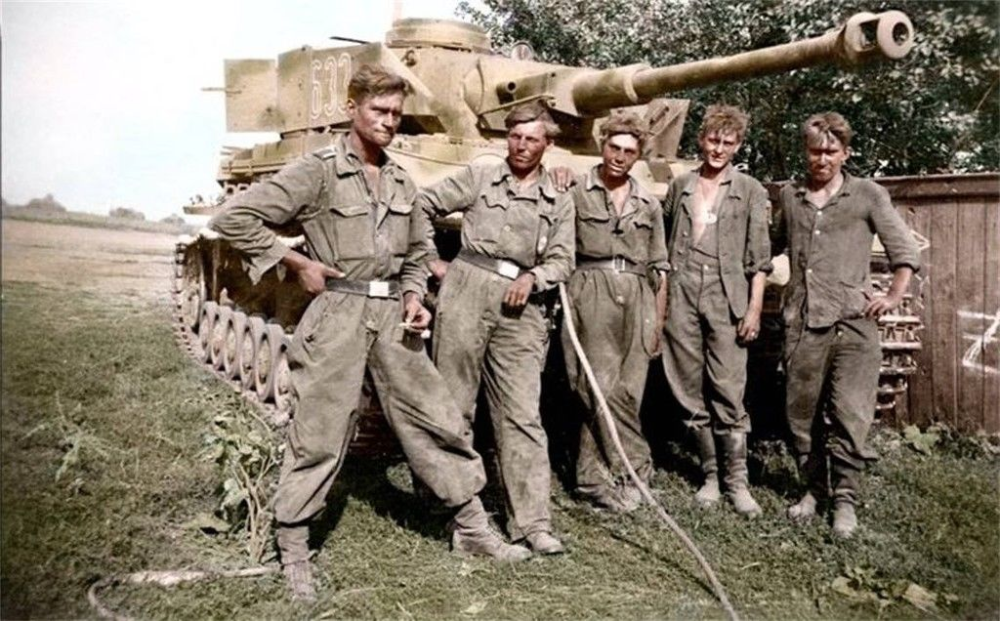 2219 COLOR WWII WW2  Photo German Panzer Crew Kursk 1943  World War Two