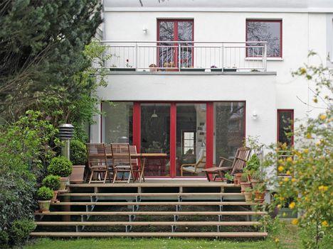 Grosse Terrasse Mit Breiter Fensterfront Terrasse Terrassen Treppe Anbau Haus