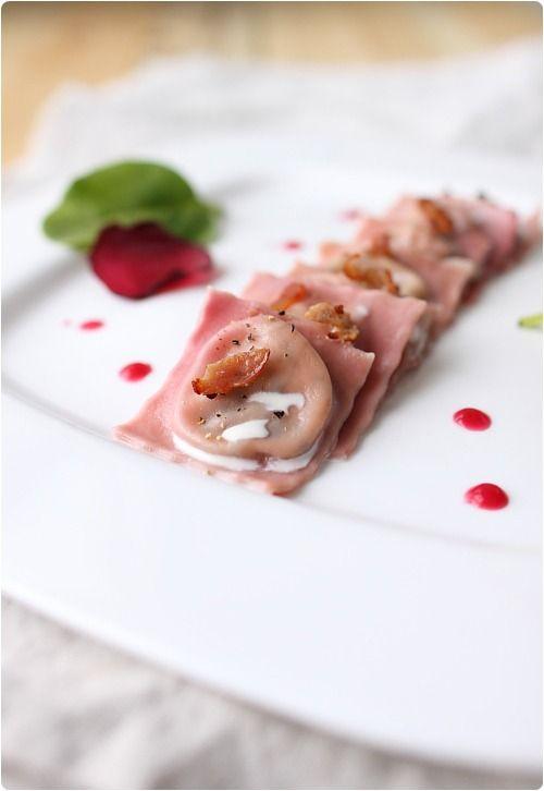 Ravioli roses (betterave) au chèvre frais et épinard