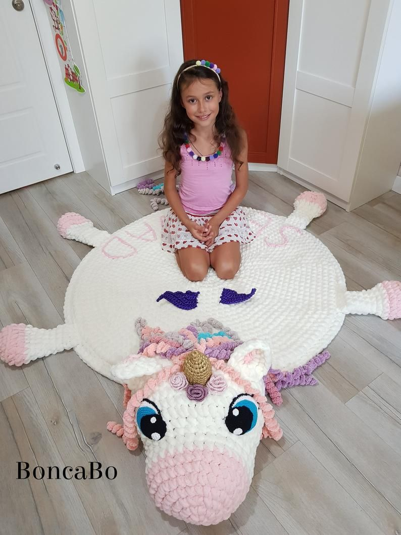 Alfombra de unicornio suave para los niños. El círculo de la