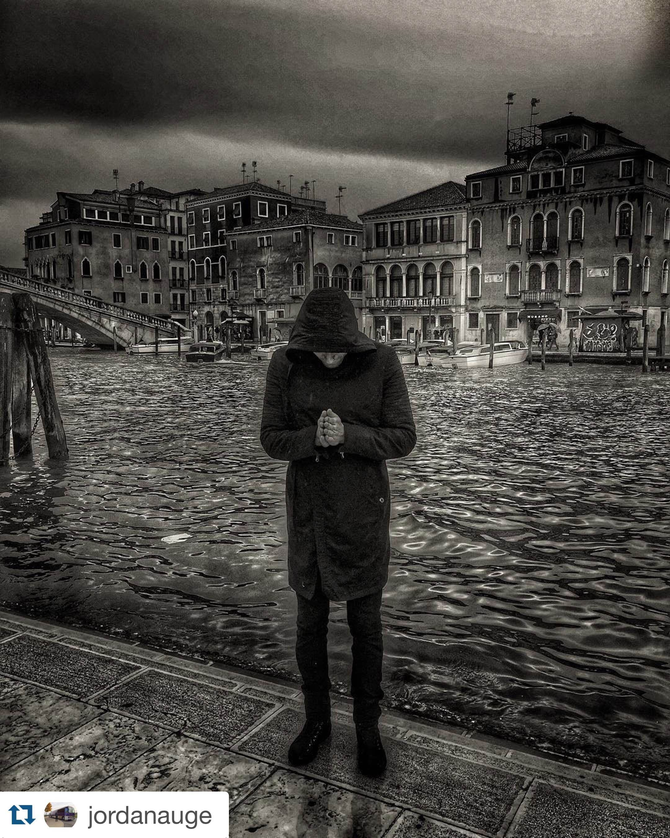 Assassin's Creed x Star Wars crossover anyone? Our Sith Lord coat absolutely fits in in Venice, Italy!   Jacket: Star Wars Collection, Sith Lord: https://www.musterbrand.com/collections/star-wars