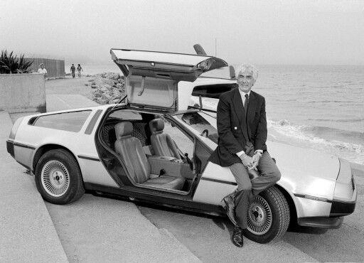 Si compie negli anni 80 la parabola diJohn Zachary DeLorean, brillante ingegnere automobilistico e imprenditore. Entrato giovanissimo in General Motors, DeLorean fu responsabile del rilancio di un marchio decaduto come la Pontiac, creando la GTO, un autentico mito delle gran turismo americane. Passato successivamente alla Chevrolet, la diresse con grande acume, finchèle solite lotte di potere lo convinsero a dimettersi, per intraprendere una propria avventura imprenditoriale.