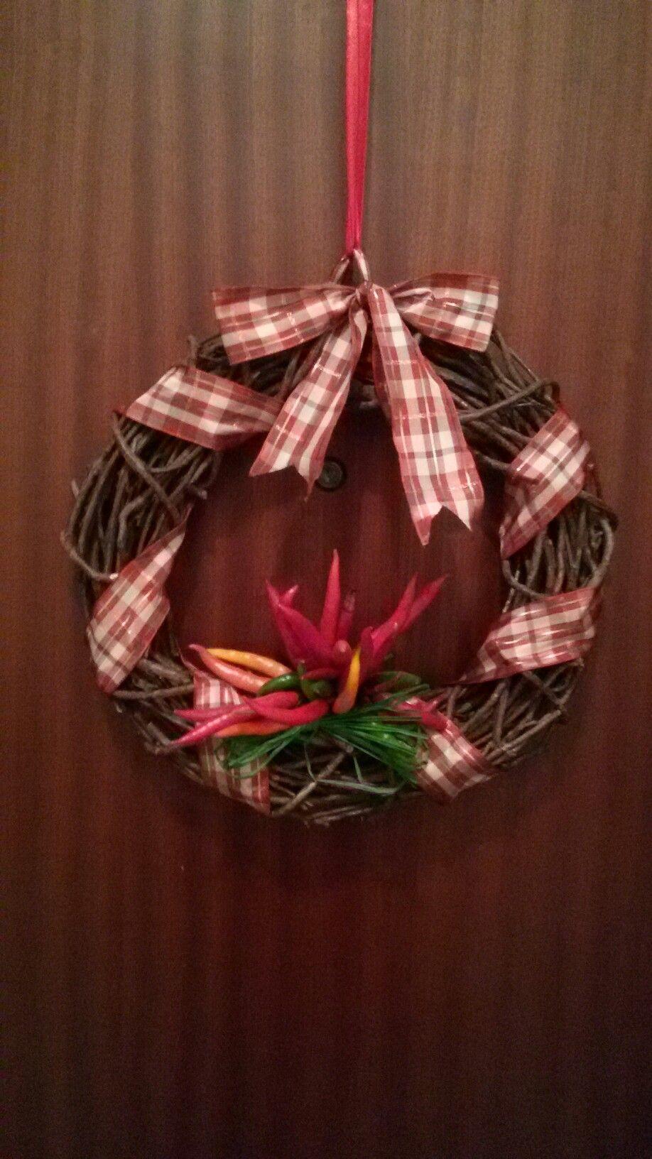 Photo of Ghirlanda natalizia con peperoncini