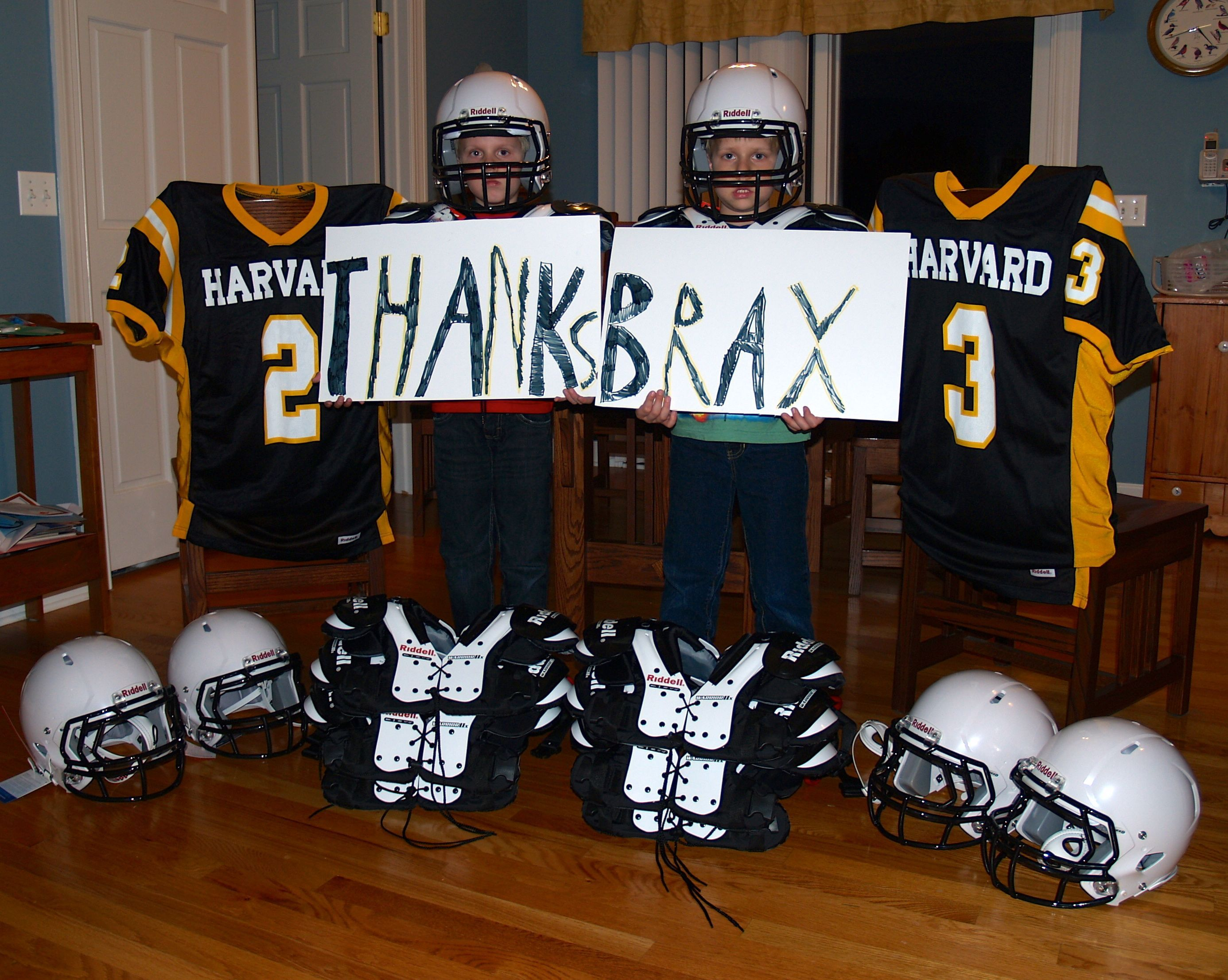 Harvard Stingers Football Team Winner Of 5 000 In Riddell Equipment From Brax And Partner Usa Footb Sports Fundraisers Successful Fundraisers Football Team