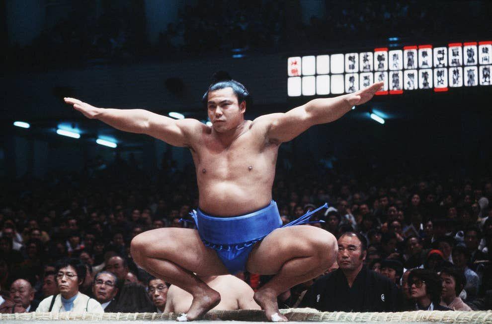 千代の富士逝く 写真で振り返る昭和の大横綱【2020】 | 横綱, 武道, 相撲