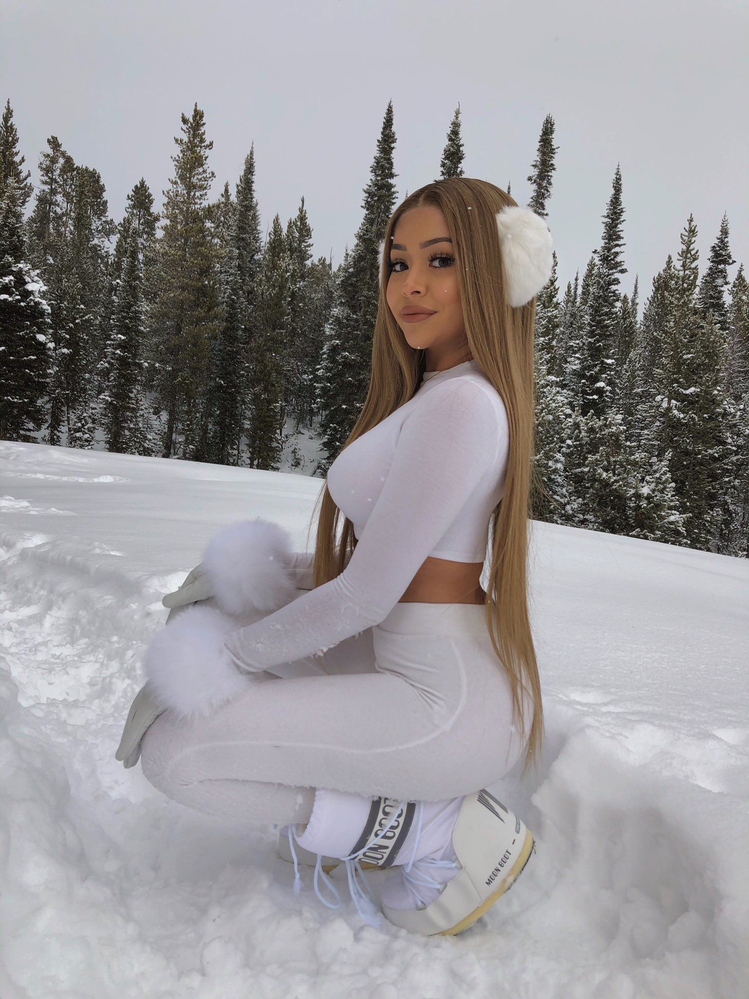 Daisy Marquez on Twitter | Snow outfits for women