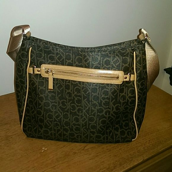 Calvin Klein purse Excellent condition very well taken care of. Price is right. Calvin Klein Bags Crossbody Bags