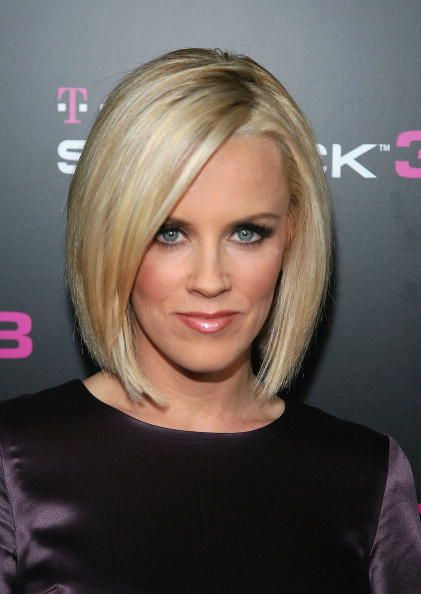 Jenny Mccarthy With A Bob Haircut Check Out 12 Other Different Types Of Haircuts Angled Bob Hairstyles Hair Styles Angled Bob Haircuts