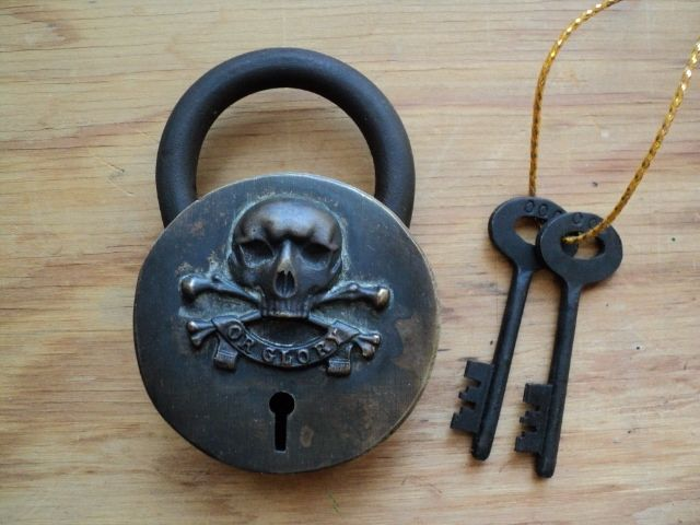 Treasure Chest Lock Just Bought One At The Thrift Store Soooo Cool With Images Antique Keys Lock Key Tattoos Old Keys