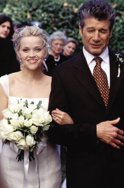 The Wedding ~ Reese Witherspoon (as Melanie Smooter) and Fred Ward (as Earl Smooter) ~ Sweet Home Alabama (2002) ~ Movie Stills ~ #sweethomealabama #romcoms #chickflicks #romanticcomedies #romanticmovies #moviestills #moviescenes