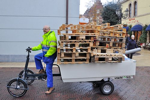 "That's a bigger load than many small delivery vans. Thus the name 'Vrachtfiets', Dutch for ""Freight Bike"