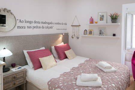 Veja este anúncio incrível na Airbnb: TravelingToLisbon 288 - Mouraria - Apartamentos para Alugar em Lisboa