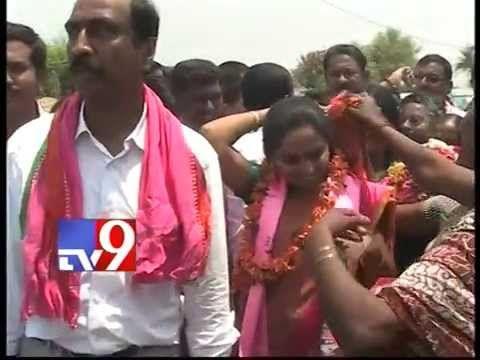 TRS Kavita visits Nizamabad homes for MP seat