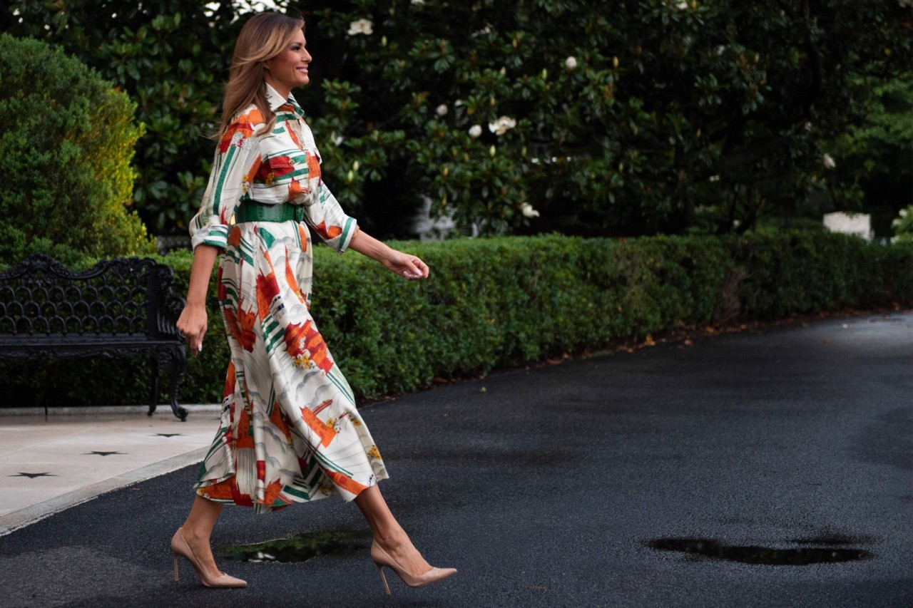 Fashion Notes From Gucci To Burberry Melania Trump Revives Lost Glamour Fashion Gucci Dress Silk Shirt Style