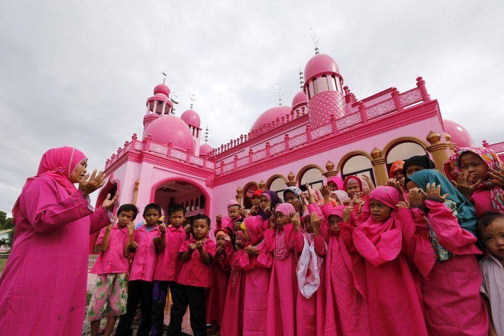 Masjid Dimaukom In Datu Saudi Ampatuan Philippines Beautiful Mosques Pink Mosque Mosque