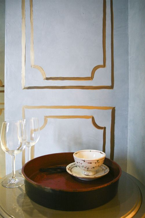 Gold Paint Drawn On The Walls Instead Of Molding Great