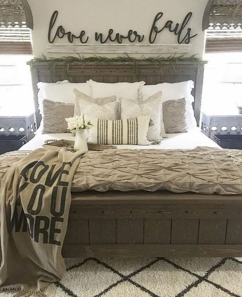 Peaceful Bedroom Colors And Decorating Ideas: 54 Relaxing Farmhouse Master Bedroom Decoration Ideas In