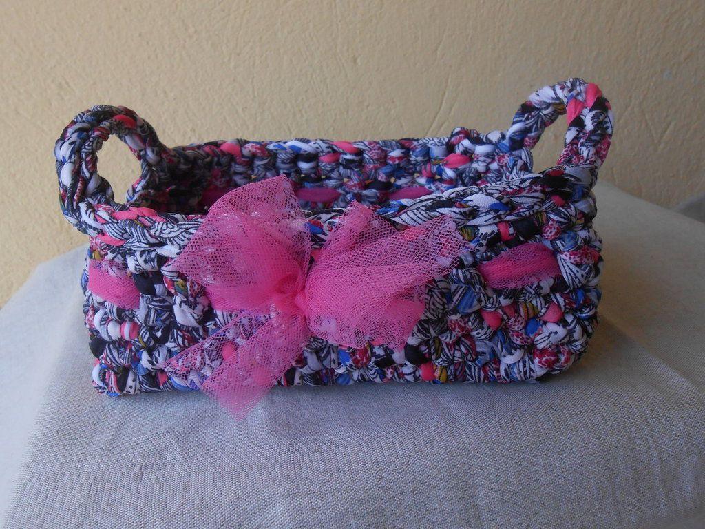 Cestino quadrato in fettuccia multicolore con fiocco di tulle rosa., by Le gioie di  Pippilella, 15,00 € su misshobby.com
